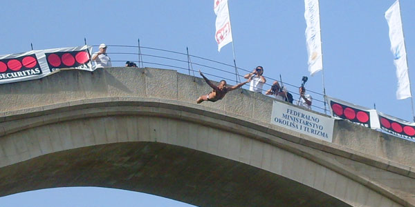 446thThe Old Bridge Diving Competition